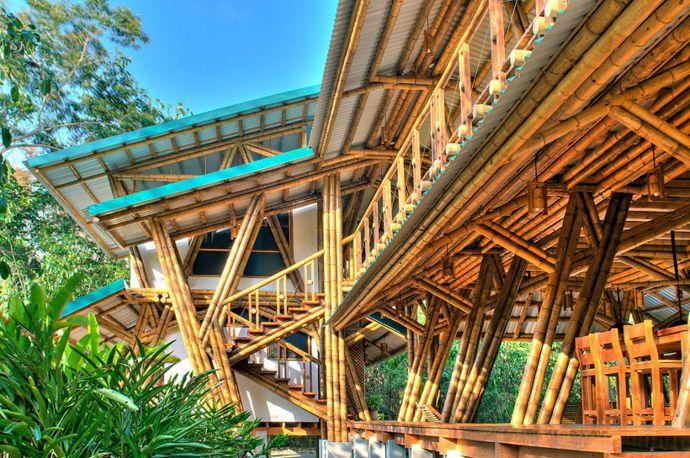Top 10 Most Beautiful Beach Houses Across the World Presented on Designrulz   http://www.designrulz.com/design/2013/06/10-most-beautiful-beach-houses-across-the-world/