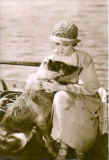 """Janet Gaynor playing the plain wife in Murnau's silent classic """"Sunrise"""" (1927)"""