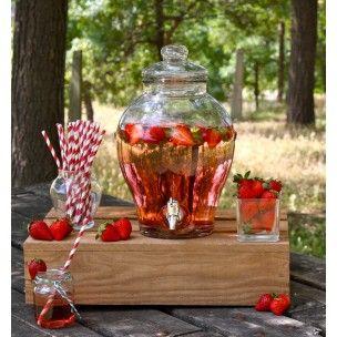 Limonade, cocktail ou thé glacé, seront les stars de toutes vos fêtes. Cette fontaine à boisson avec son robinet est l'accessoire indispensable de vos événements. Laissez vos invités se servir et profitez de la fête.
