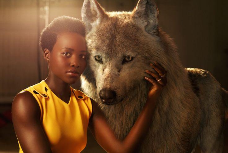 Lupita Nyong'o para  El Libro de la Selva posa junto a su animal