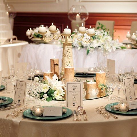 219cd1d9fa2de 披露宴会場「ヴィーナス」 キャンドルの種類もさまざま・・テーブルコーディネートと合わせ
