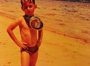 Ayrton na praia.