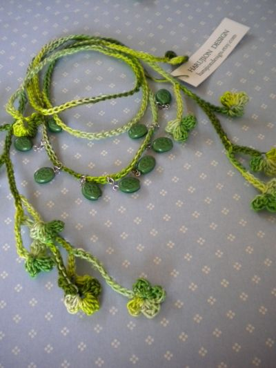Crochet Shamrock Necklace Tutorial by Hiromi with chart. Like mine but with hanging beads not crocheted in might try this next