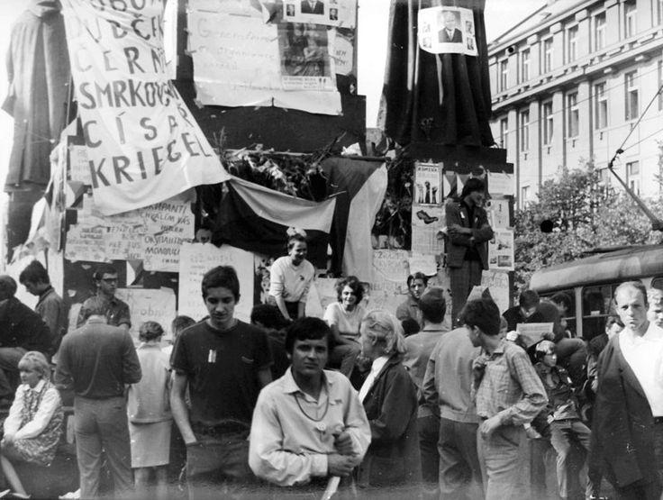V roce 2003 byly vtelevizním archivu objeveny unikátní záběry zokupace Československa vojsky Varšavské smlouvy. Scénář arežie Jan Svoboda