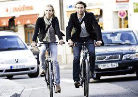 Holland Bikes met à votre disposition des vélos de ville pratiques pour votre transport et vos trajets quotidiens. Tous nos vélos peuvent être configurés sur mesure pour répondre à vos besoins spécifiques. Vous pouvez choisir parmi les options des transmissions, freins, les transporteurs, les selles et bien plus encore.