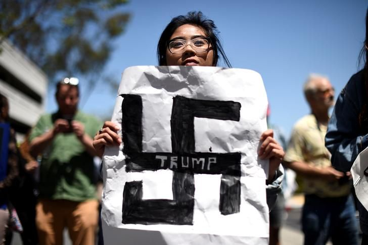 USA-ELECTION/TRUMP  Carla Espinosa holds a protest sign against presidential candidate Donald Trump outside the California Republican Party convention in Burlingame, California April 29, 2016. REUTERS/Noah Berger