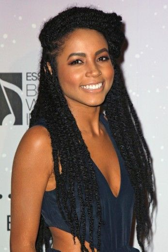 "minusthelove:    ammamama:    itsloudinsidemyhead:    Experiment with Extensions         ""If you've wanted to try box braids or Senegalese twists, now's your time to get creative. Not only will these style up your wow-factor, but they are great protective styles too and will help your hair retain length.""           She favors Aaliyah . #pretty    Gorgeous"