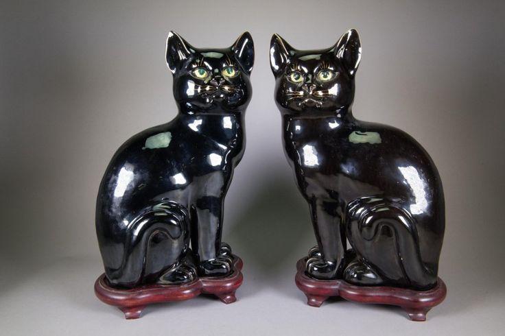 Пара китайских фарфоровых кошек Декоративные фигуры; черного остекленные; по обычаю древостои; 47 см х 25 см