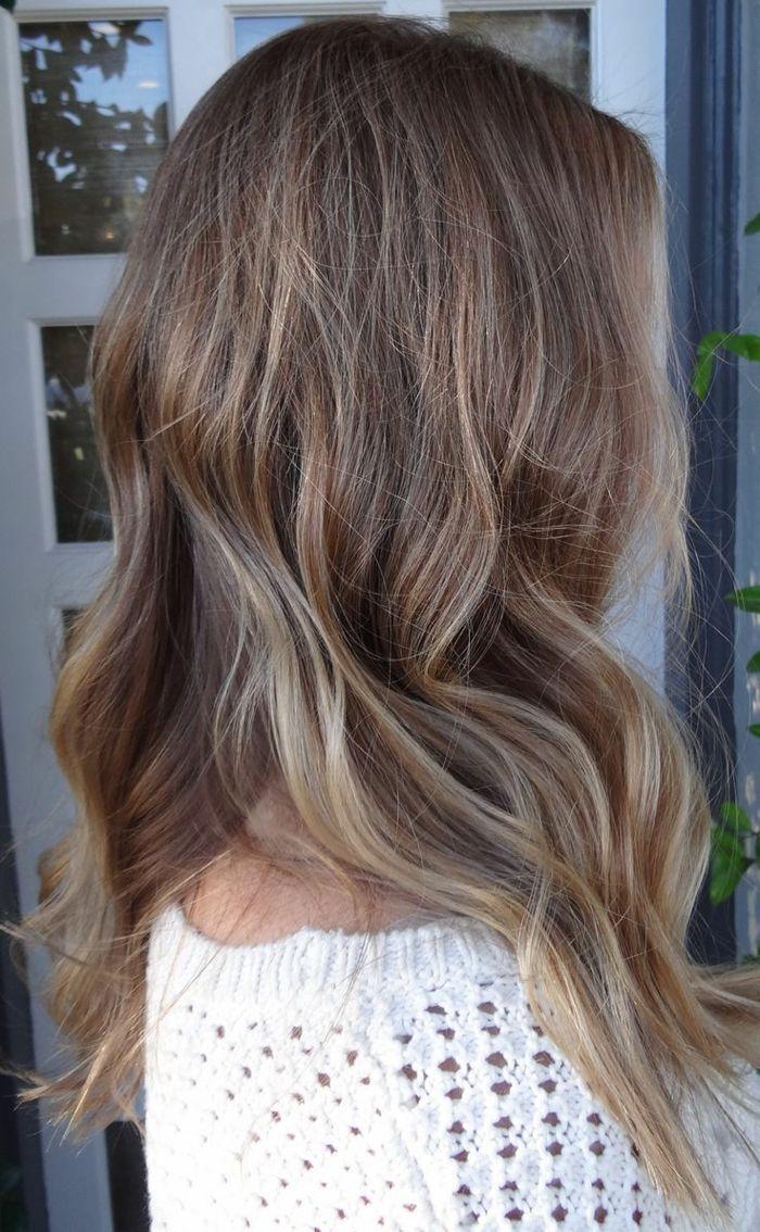 La couleur cheveux blond foncé                                                                                                                                                                                 Plus