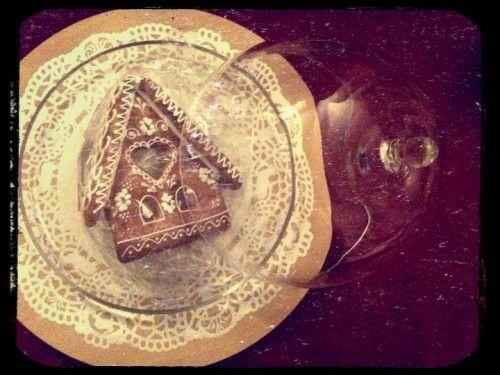 cloche HEMA, plateau Cocoboheme, les trouvailles déco de vanina, pain d'épice, maison en pain d'épice