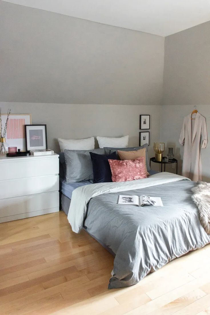 This 400-Square-Foot Studio Features Clever Budget ...