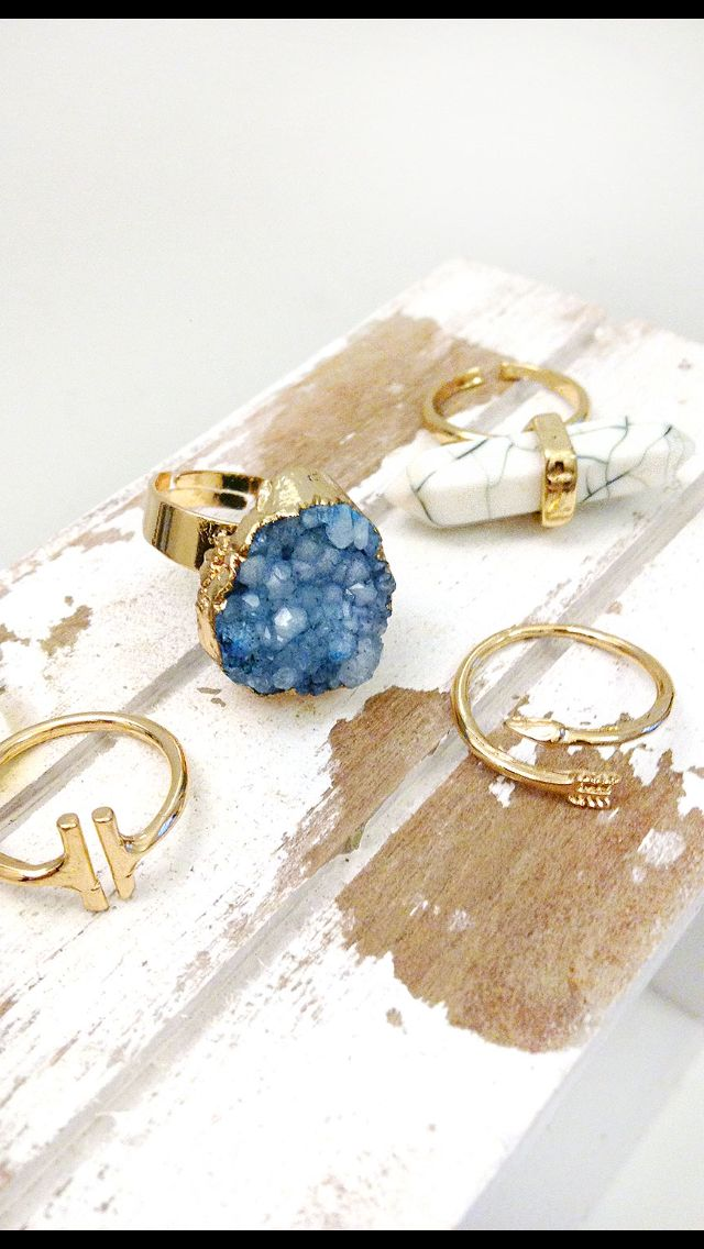 Unique bohemian rings in gold. Arrow. White stone. Blue stone. Boho style. Unique jewelry. www.pavot-fashion.de