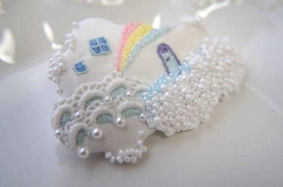 刺繍のブローチ【雲のうえ】