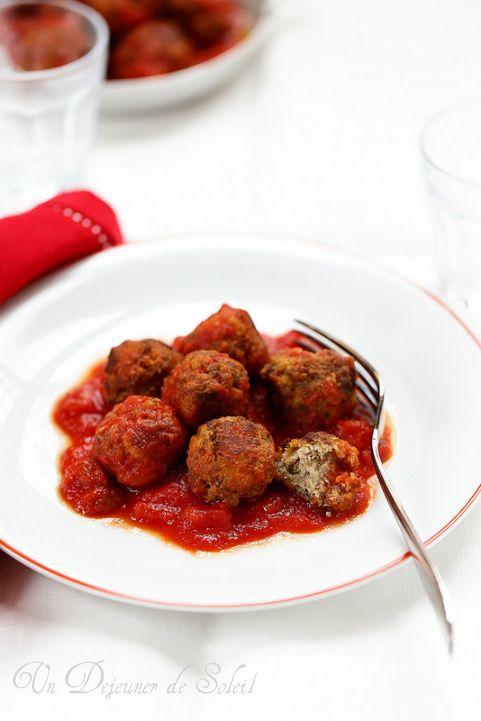 Polpette (boulettes) siciliennes de viande aux amandes et sauce tomate - Sicilian meatballs