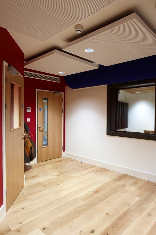 Acoustic pictures and hanging acoustic islands in Monkton Combe School. Suspended acoustic islands in Bath, England. Home Studio Setup, Music Studio Room, Sound Studio, Acoustic Design, Bedroom Setup, Recording Studio Design, Studio Furniture, Acoustic Panels, Interior Design