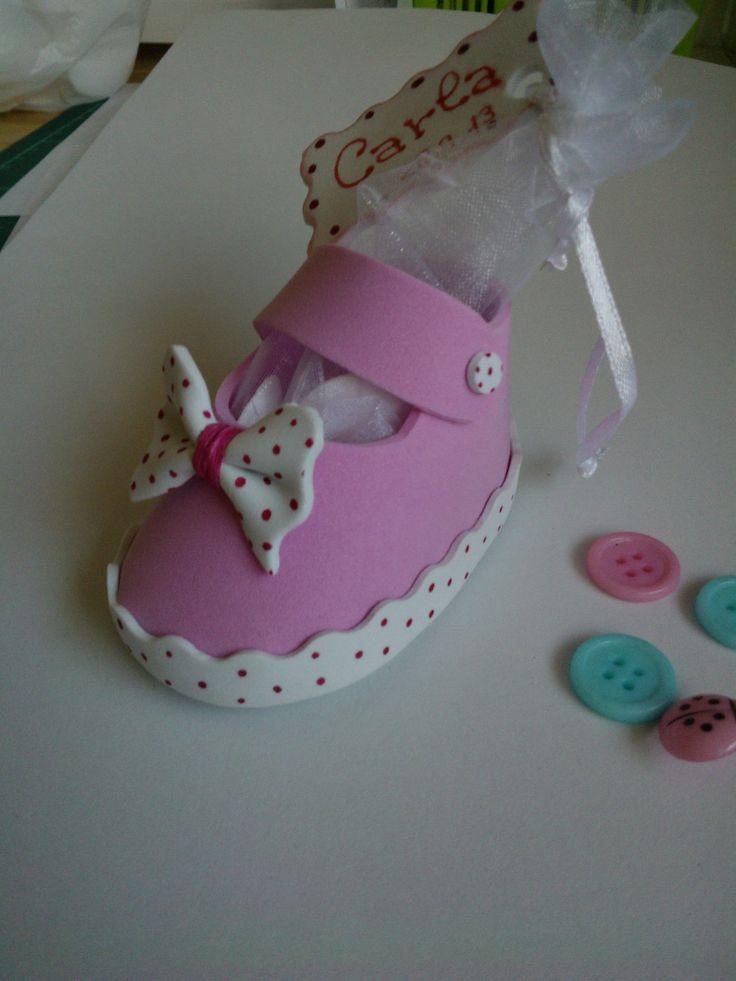 Detalle bautizo zapato goma eva