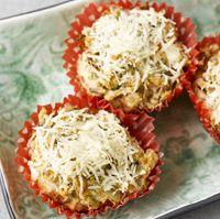 Matmuffins av brødmix, med soltørkede tomater og fetaost