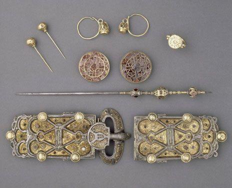 """Dossiers de l'archéologie n° 32 """"bijoux et parures mérovingiens de la reine Arégonde"""""""