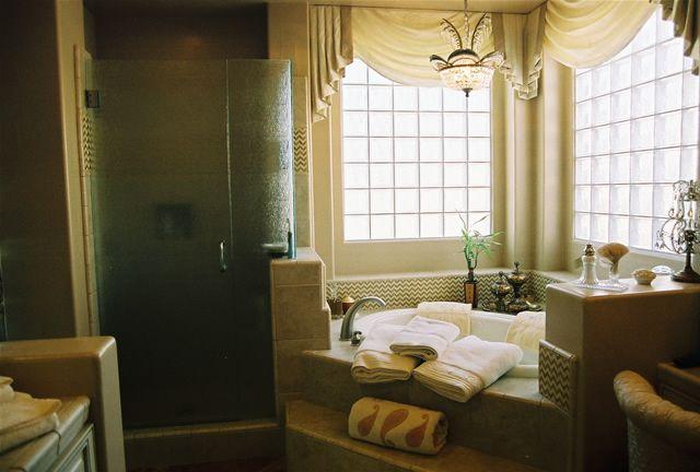 nice built in bathtub