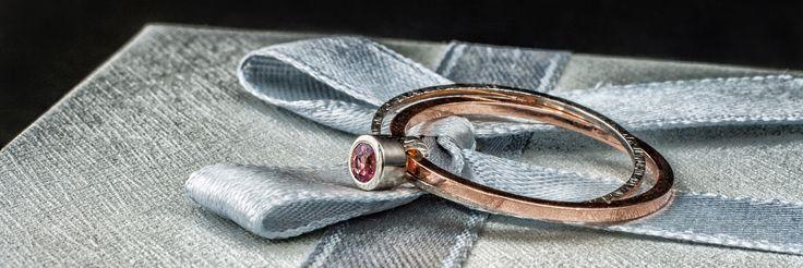 Złoty pierścionek z różowym turmalinem: www.bizoe.pl