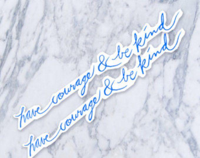 """Moed hebben en worden vriendelijk oorspronkelijke kalligrafie cursieve Script blauwe nep tatouage 3"""""""