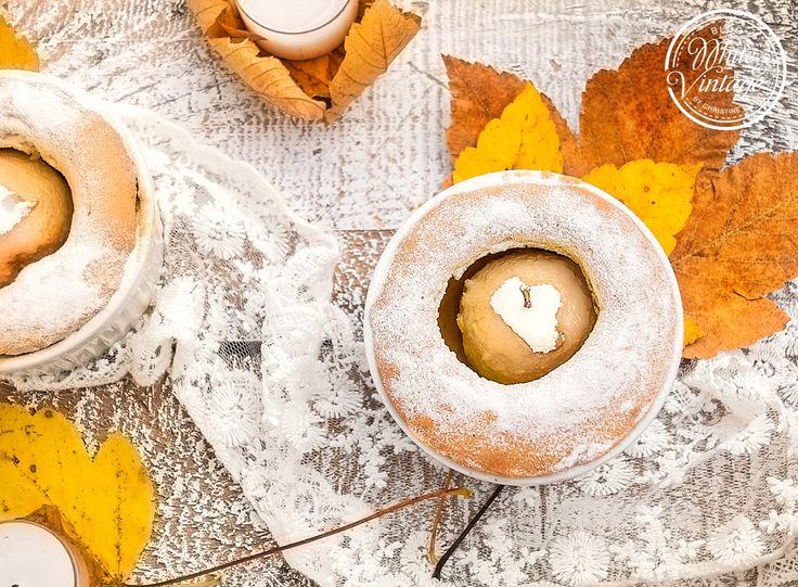 """Bratäpfel sind einfach sooo lecker und zudem noch sehr gesund. Auf """"White and Vintage"""" habe ich für euch ein leckeres Bratapfelrezept: Bratapfel ummantelt von einem luftig zarten Teig!  http://www.whiteandvintage.com/2017/11/bratapfel-im-teig-ein-leckeres-herbstrezept.html"""