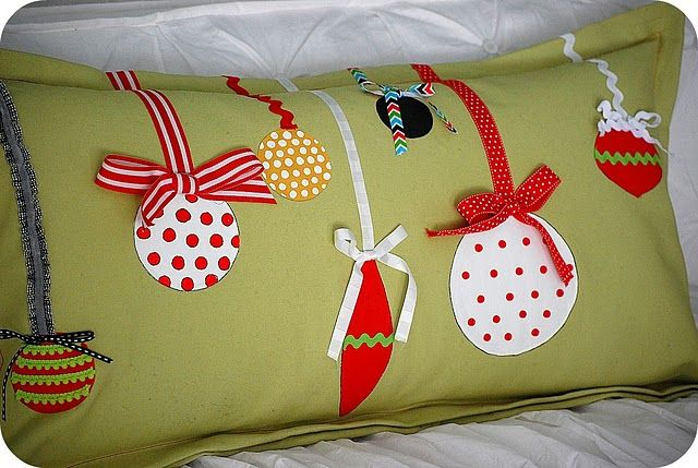 cute holiday pillow....only I don't really want to make it....I want my mil to make it for me!