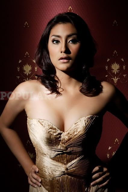 """Tyas Mirasih Hot -   Tyas Mirasih Hot """"Tyas Mirasih"""" with 425 x 640 pixels in 56.33 KB with HD resolution.  Download """"Tyas Mirasih Hot"""" Wallpaper with 56.33 KB from the resolutions bellow in 425 x 640 px. If you do not find the exact resolution you are looking for, then go for... - http://www.technologyka.com/indonesia"""