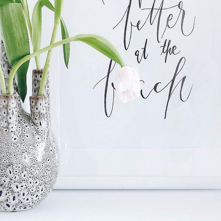 Guten Morgen und Hallo Samstag  Ich hoffe euch allen geht es gut und ihr habt einen ganz wundervollen Tag vor der Brust  Liebe Grüße! . . #weekendmood #happyweeked #weekendlover #weekendvibes  Just be thankful and happy... . . . #flowers #flowerslovers #flowersmakemehappy #tulpen #tulips #ichliebetulpen #tv_allwhite #aquitestyle #whiteinterior #simpleandstill #seekthesimplicity #pursuepretty #flashofdelight #minimallove #details #itsthelittlethings #itsinthedetails #homedecor #lessismore…