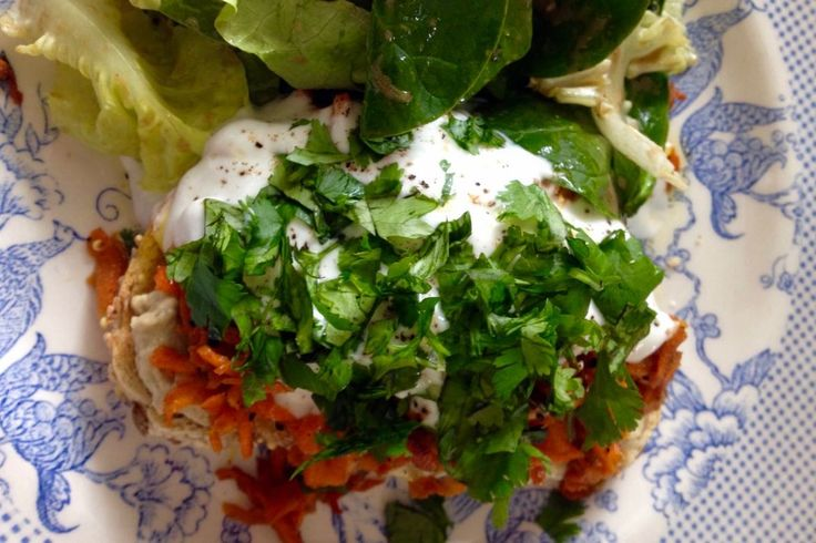 Tartine aux carottes et à l'hummus