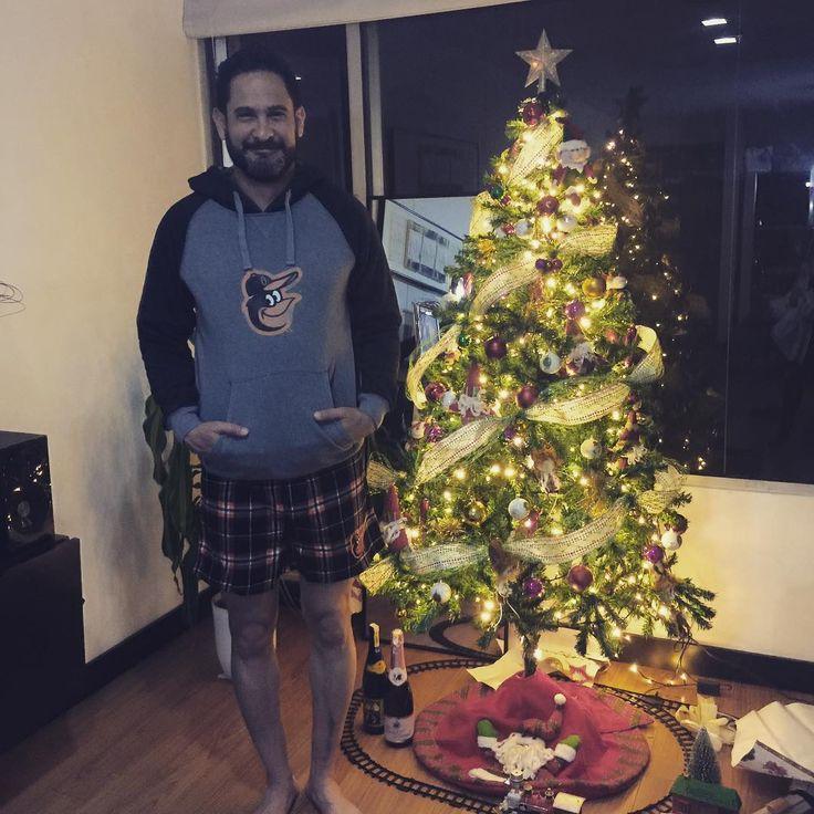 Suéter hoodie de los Orioles y bóxer para dormir de los Orioles. Regalos de navidad y amigo secreto de mi esposa bella @dianaaboujian los mejores regalos de la vida #navidad #ibackthebirds #birdland #orioles #quito #amor #elromanolo