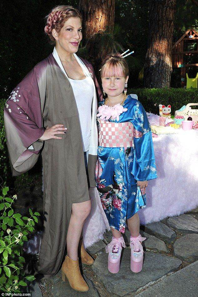 Tori Spelling and Dean McDermott shine at daughter Stella's 8th birthday party | Daily Mail Online
