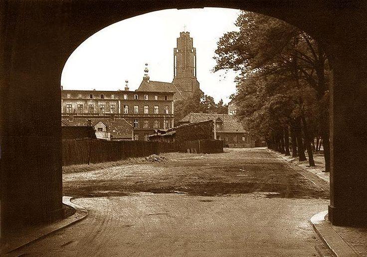 rok 1966 - peryferia Starego Miasta; w miejscu drewnianego płotka dziś stoi kilkunastopiętrowy blok
