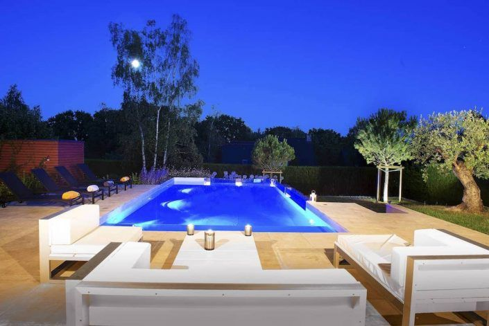 Les 25 meilleures id es concernant piscine coque sur for Piscine avec solarium