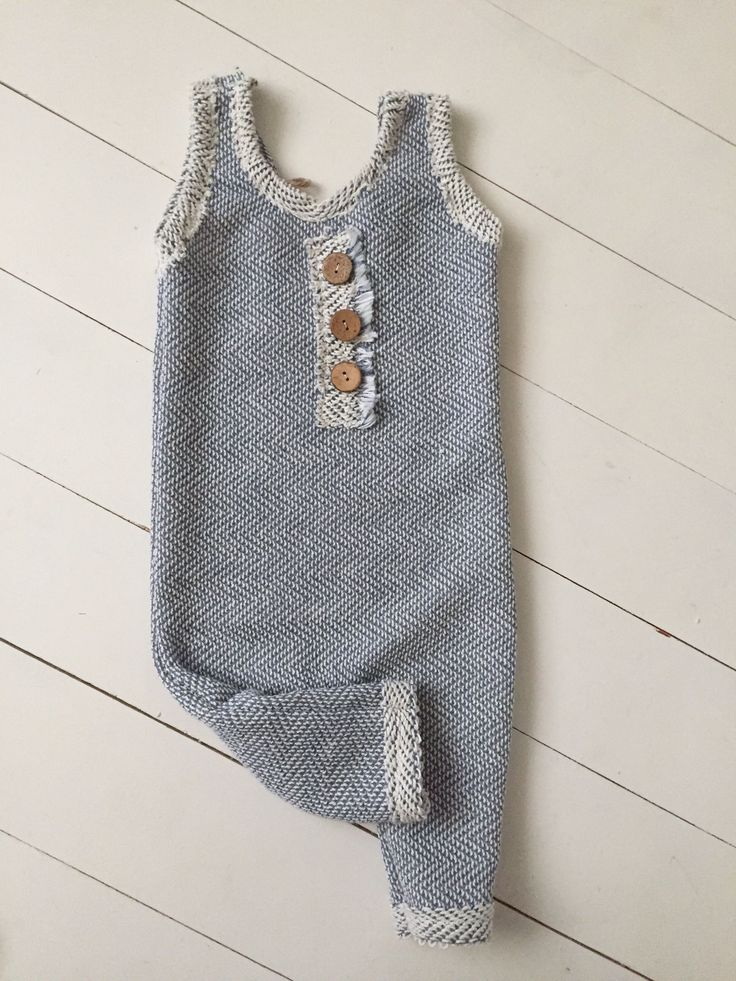 Sew darn cute props Vintage baby, baby props! Vintage baby, baby clothes, handmade baby clothes, photography, photography easily, baby session, sitter props, vintage props, sitter session, newborn, newborn session, newborn photography, photographer, baby  https://presentbaby.com