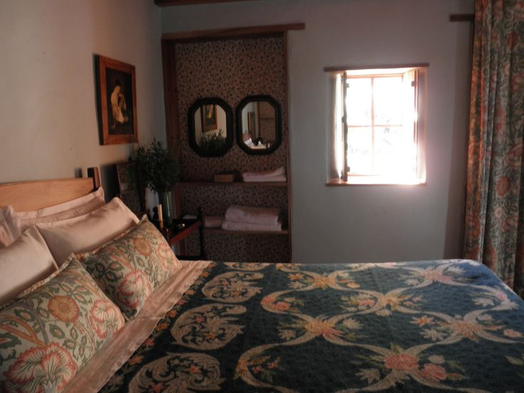The main bedroom at Fynboshoek Cottage , a farmstay in Stormsrivier, South Africa