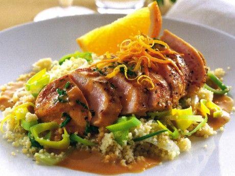 Recept på apelsinkyckling med chili. En snabblagad festlig rätt med krämig sås. Servera med couscous och grönsaker.