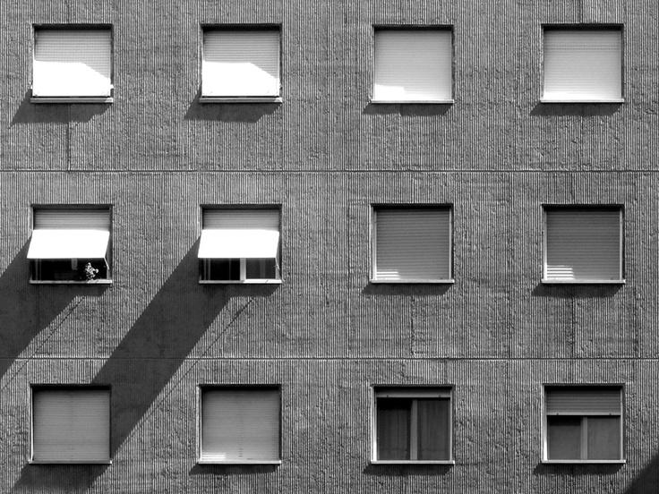 Dettaglio dei fronti degli edifici al Quartiere Quarto Cagnino (1967-1976) progettato da Vincenzo Montaldo con M. Baffa, P. F. Bagatti Valsecchi, L. Forges Davanzati, L. Ghiaini, A. Grandi, L. Lazzari, G. Monti, A. Monzeglio, G. Mozzoni, P. Ranzani, U. Rivolta, G. Rossi, A. Sacconi, M. Silvani, A. S., A. Tutino, V. Vercelloni (foto di Alessandro Sartori). #Milano, #Architettura, #QuartoCagnino, #Ediliziapopolare.