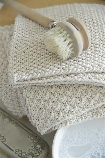 Knitted dishcloths/multipurpose cloths are heavenly to use. They are good for the environment as well as our health. You need 3 skeins of yarn and knitting needle, size 5 mm