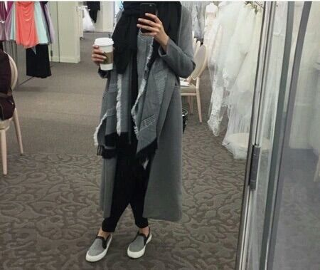 Immagine tramite We Heart It #chic #gray #hijab #winter #tendance #lové