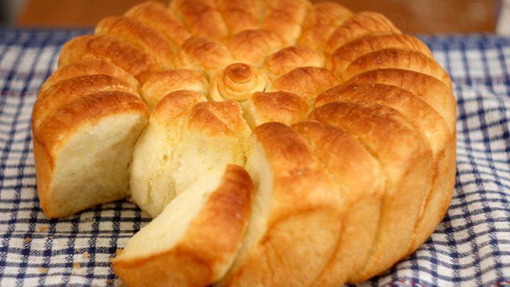 Pogača za svaki dan, može se praviti umesto hleba, ali se najčešće pravi za vreme slava. Ukusna, mekana, izdašna, slojevita sa lepom rumenom koricom, pravi j...