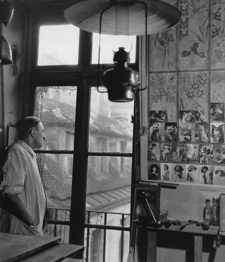 Robert Doisneau. Marquetteur à sa fenêtre 1954 Paris www.robert-doisneau.com