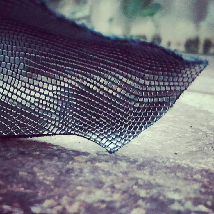 OPIUM  Half calf leather colour black with printed metallic tejus on the top  #lagarzarara #tejus #printedleather #leathersamples #leathergoodscare #shoedesigner #designer #pellami #shoes #bagsleather #instashoes #fashion #craft #interior #instacraft #sneakers