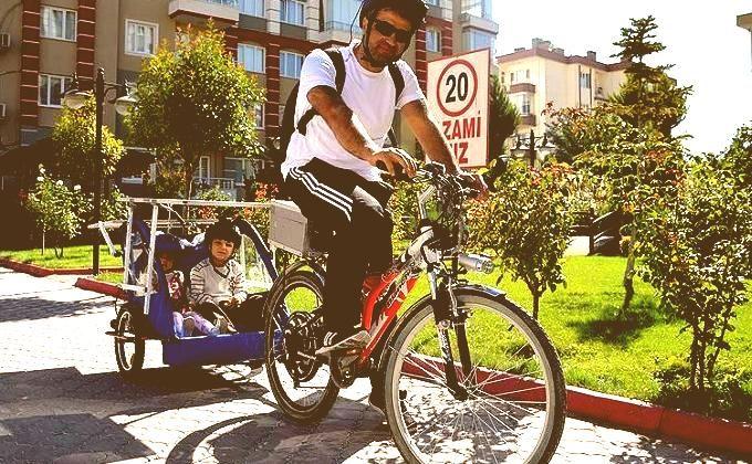 Mustafa Nurmuhammet isimli bilgisayar mühendisi, çocuğu ile daha eğlenceli vakit geçirmek amacıyla güneş enerjili bisiklet tasarladı