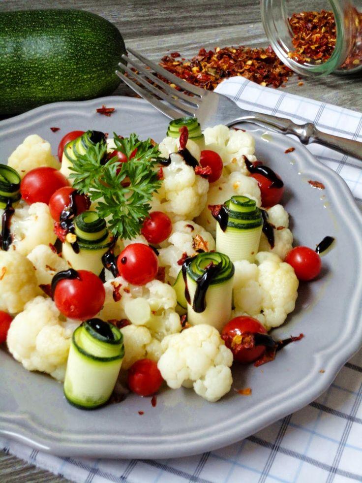 Pyry na Gaz: Sałatka z kalafiorem, cukinią i pomidorami