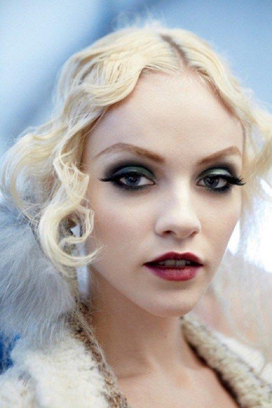 ClioMakeUp-trucco-anni-20-capelli-stile-festa-smokey-labbra-rossetto-cuore