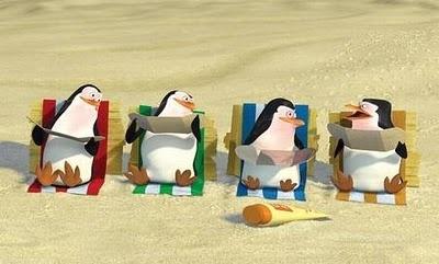 .pinguinos en la playa