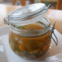 Biologische boerengroentesoep: Ouderwets lekkere soep met veel verse groenten en rundvlees.