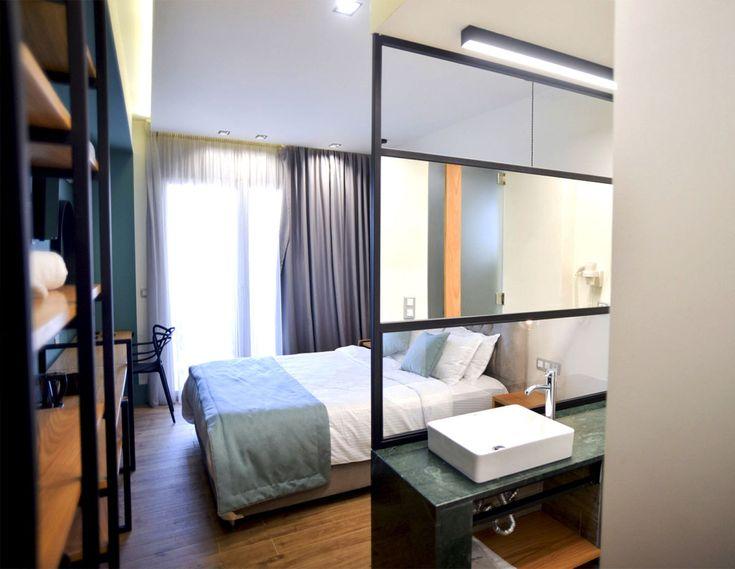 ANDRONIKI MANAVI ·  5 Luxury hotel suites