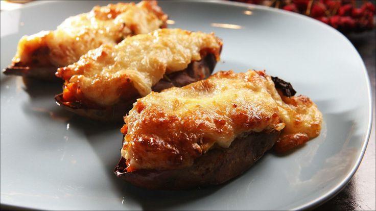 Bakte og fylte søtpoteter - Snakker vi familiekos er nok helstekt kylling en av favorittene. Servert med bakte og fylte søtpoteter blir alle fornøyde.